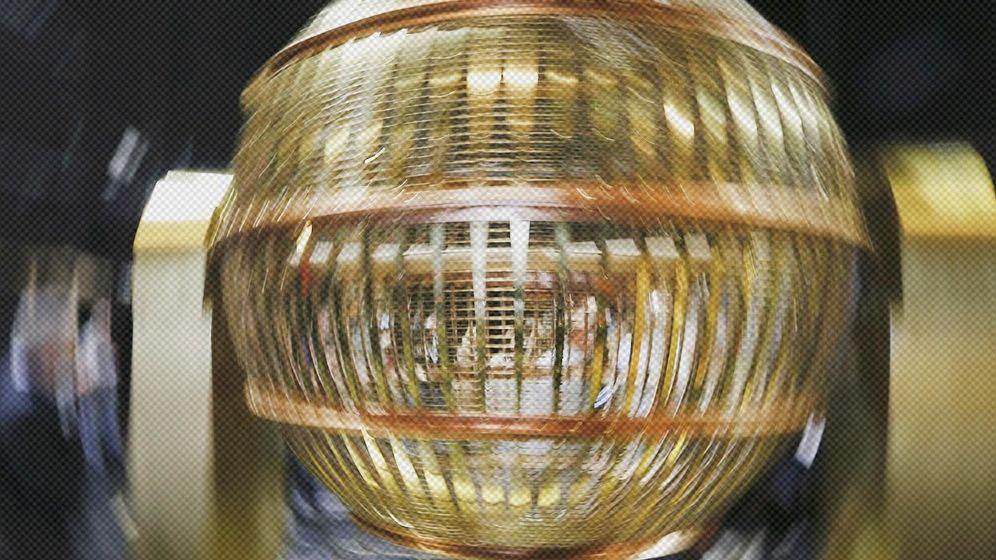 Foto: Imagen de archivo de un bombo de la Lotería de Navidad