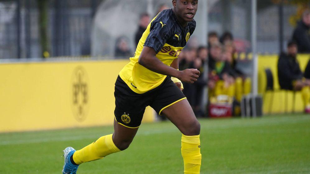 Foto: Youssoufa Moukoko, durante un partido del Borussia Dortmund en la Youth League. (Imago)