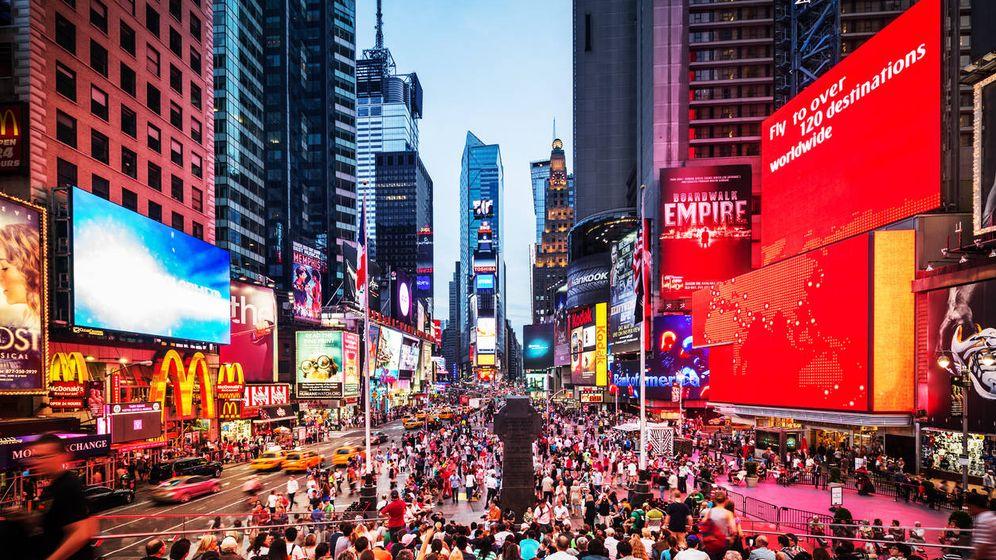 Foto: Miles de personas abarrotan Times Square. (iStock)