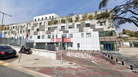 Una pareja se cae por el balcón de un hotel mientras mantenía relaciones sexuales