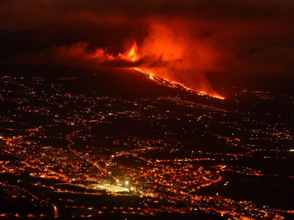 Foto: Erupción volcánica en los alrededores de Las Manchas, en El Paso (La Palma). Foto: Efe