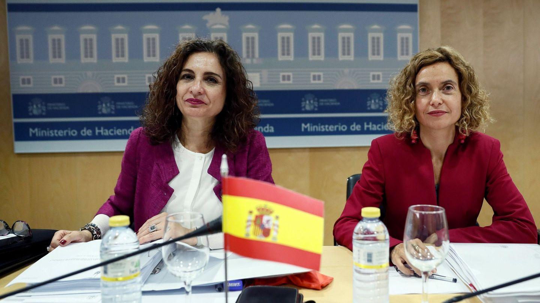 María Jesús Montero y Meritxell Batet, en julio de 2018, en el Consejo de Política Fiscal y Financiera. (EFE)
