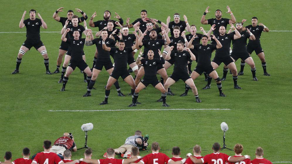 Foto: La haka de Nueva Zelanda ante Gales. (Reuters)