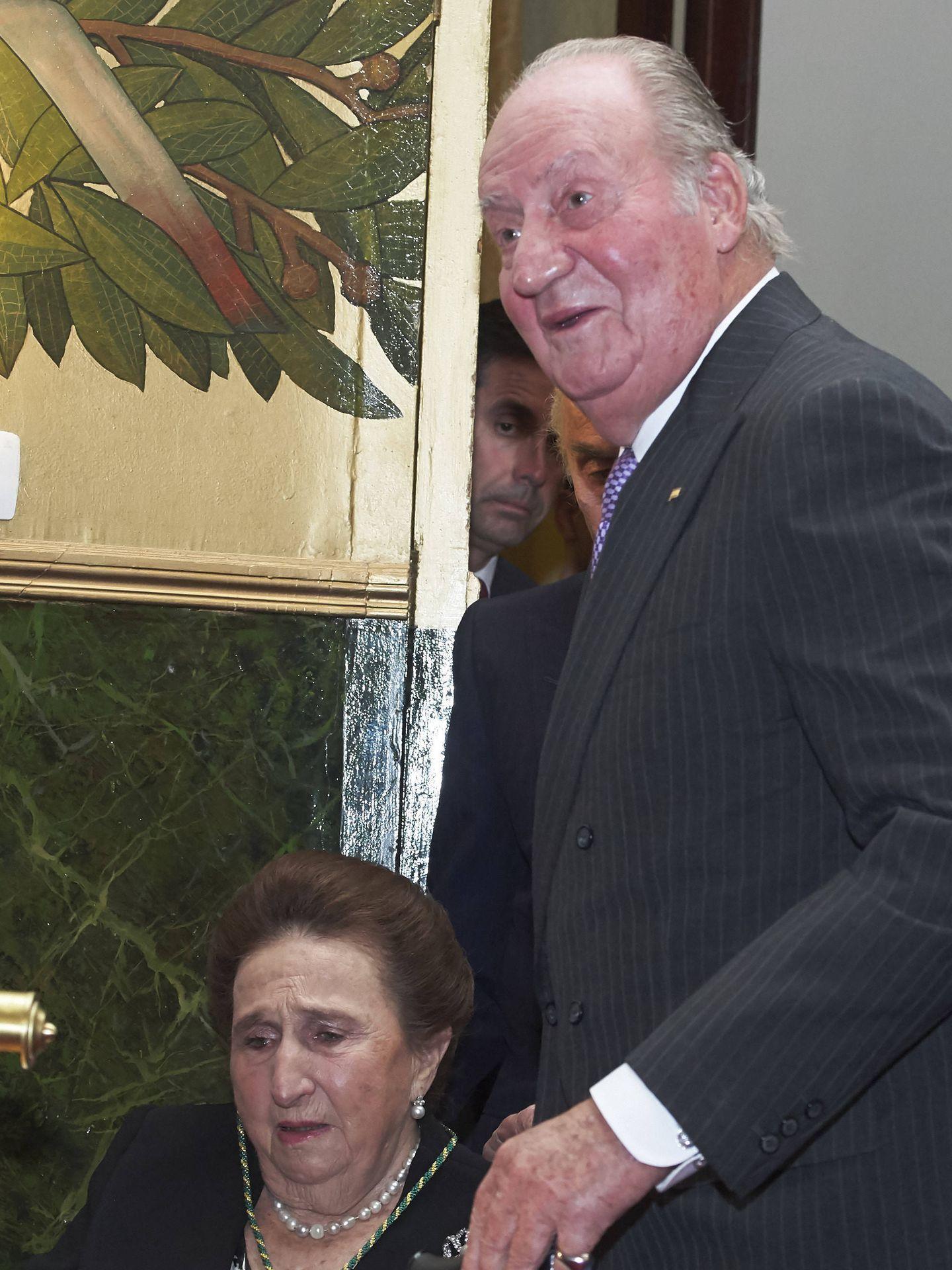 El rey Juan Carlos con la infanta Margarita, en una imagen de archivo. (Getty)