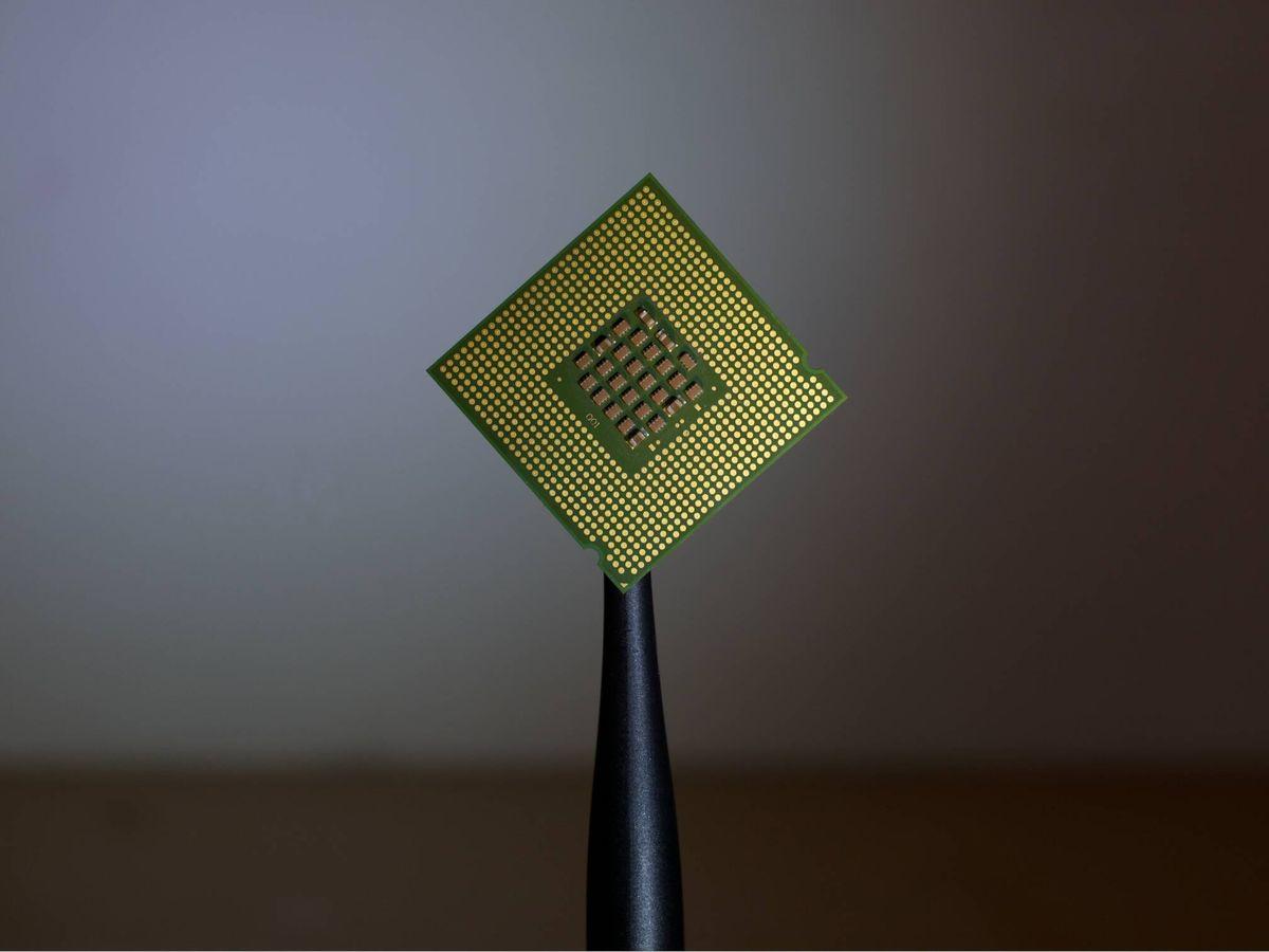 Foto: Un microprocesador o chip. (Brian Kostiuk/Wikimedia)
