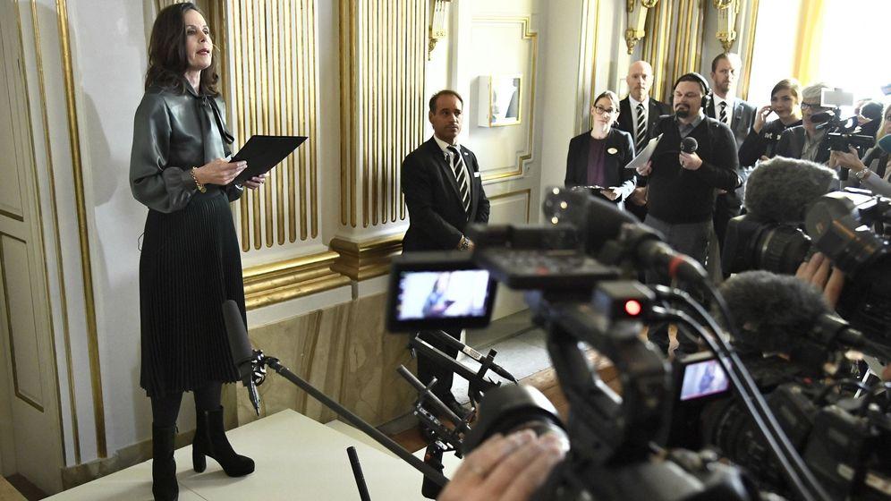 Foto: La secretaria permanente de la Academia Sueca, Sara Danius, anuncia el último Nobel. (EFE)