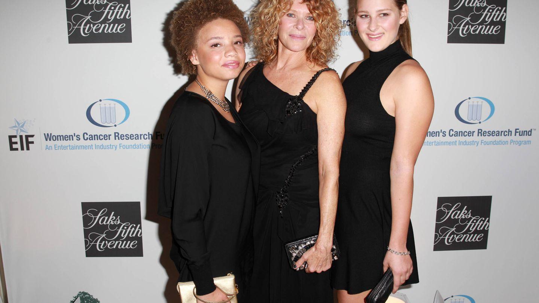 Mikaela Spielberg, la primera por la derecha, en la Women's Cancer Research Fund's del 2016.
