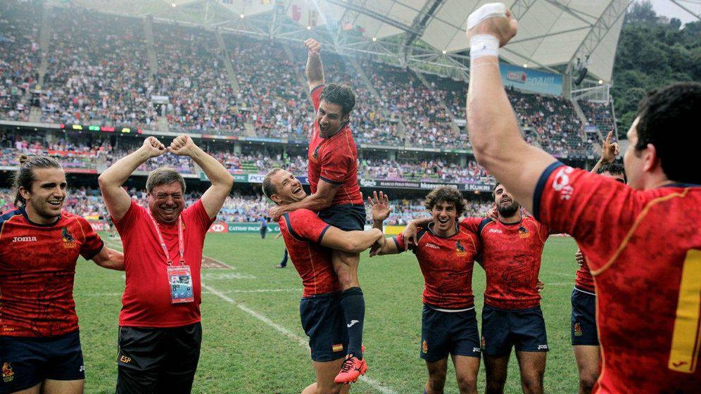 Foto: La selección española celebrando el ascenso. (Foto de twitter @HSBC_Sport)