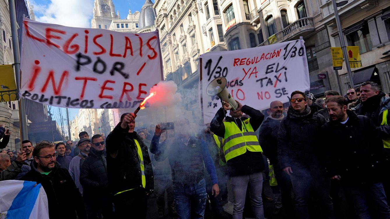 Foto: Protesta del taxi ayer en Madrid. (Reuters)
