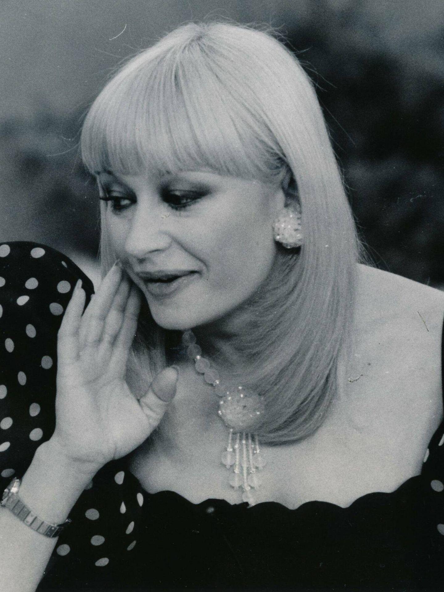 Raffaella Carrà, en uno de sus programas de televisión en la década de los 80. (Cordon Press)