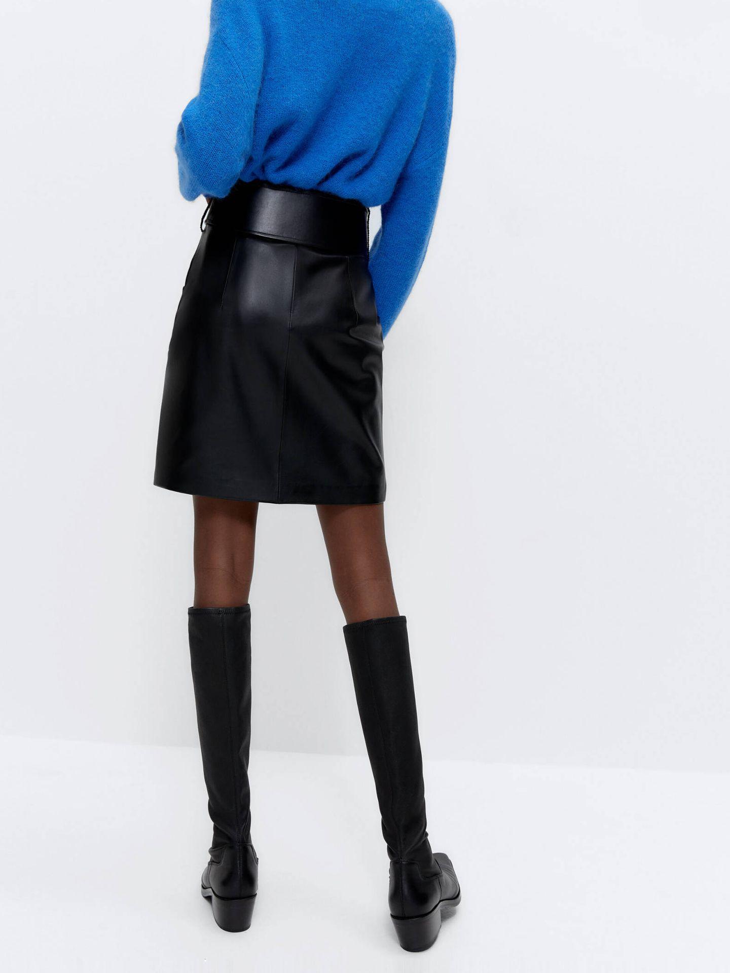 Falda de piel de Uterqüe. (Cortesía)