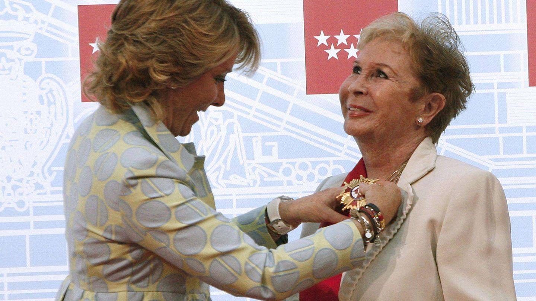 Lina Morgan al recibir la medalla de la Comunidad de Madrid. (EFE)