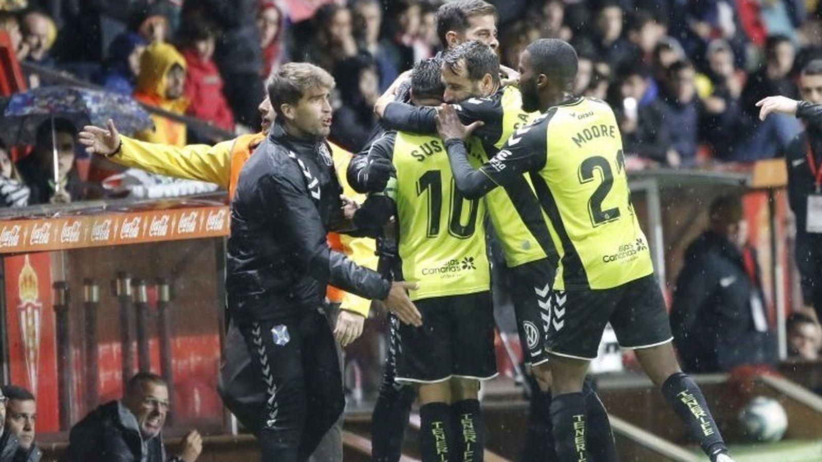 Foto: Jugadores del Tenerife celebran un gol. (Europa Press)