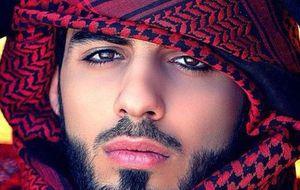 Omar Borkan Al Gala, el árabe expulsado por ser guapo