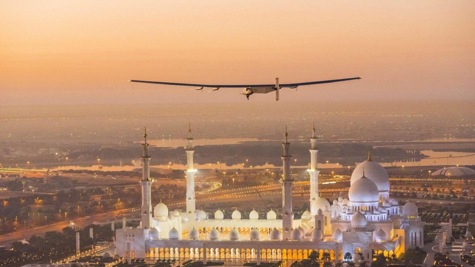 Vuelo de prueba del Solar Impulse II y huelga de estudiantes en ...