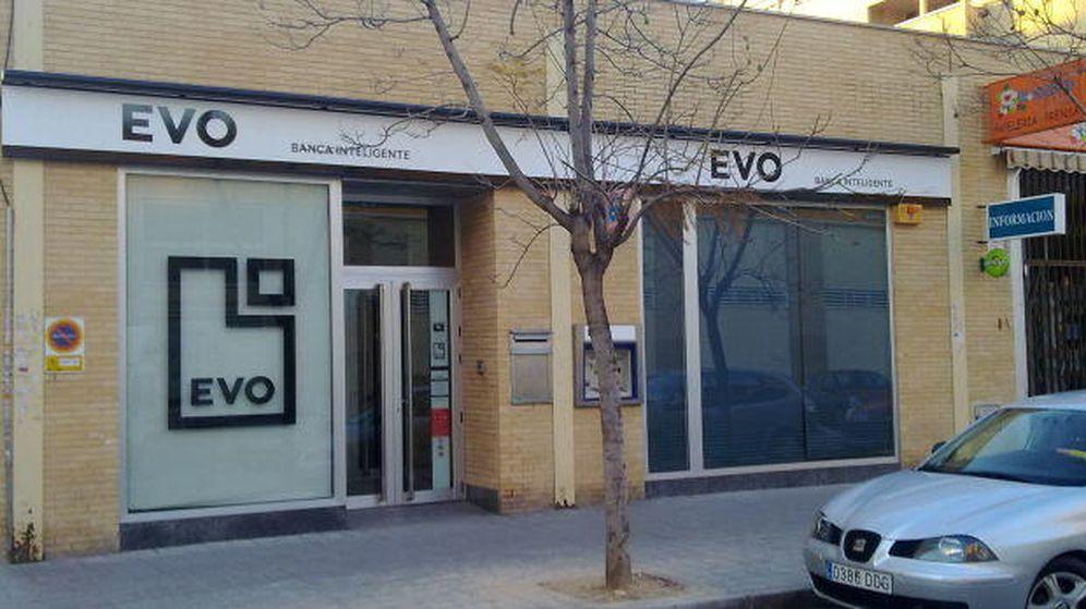 Foto: Evo Banco devolverá los dos euros de comisión que carguen otras entidades. (Foto: pildoraslegales.com)