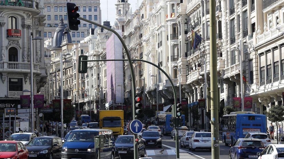 Foto: Imagen de la Gran Vía de Madrid, una de las arterias principales de la capital. (EFE)