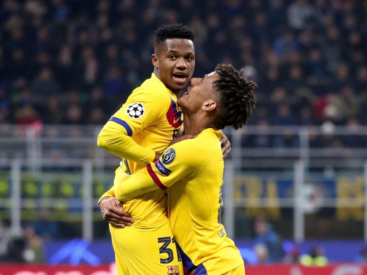 Foto: Ansu Fati celebra el gol de la victoria del Barcelona con Todibo. (EFE)