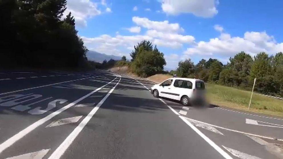 Un ciclista graba una imprudencia de un vehículo