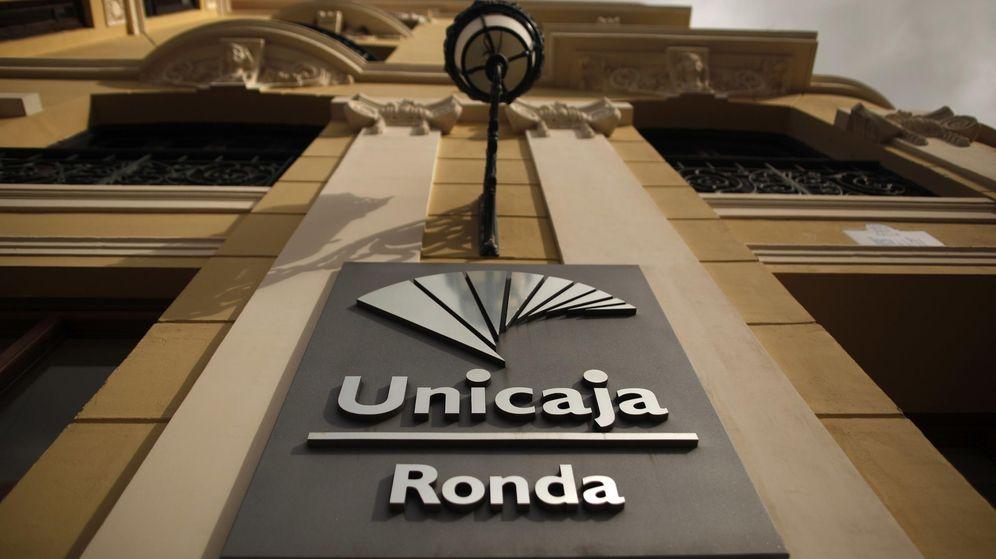 Foto: Logo de Unicaja Banco en la localidad de Ronda. (Reuters)