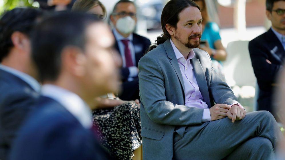 Foto: El vicepresidente segundo del Gobierno, Pablo Iglesias, durante la firma del Acuerdo por la reactivación económica y el empleo este viernes en Moncloa. (EFE)