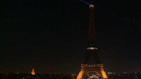 La Torre Eiffel apaga sus luces por completo por las víctimas de Alepo