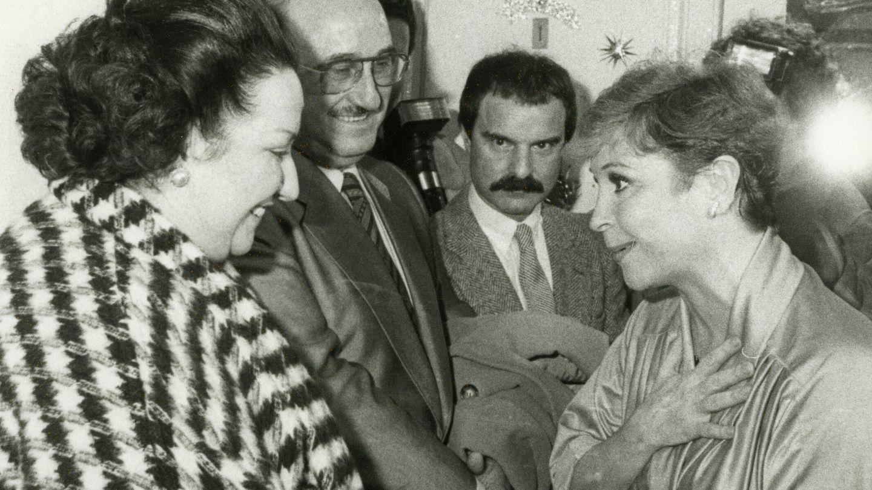 Uno de los encuentros del periodista con Lina Morgan y Montserrat Caballé. (Cortesía)