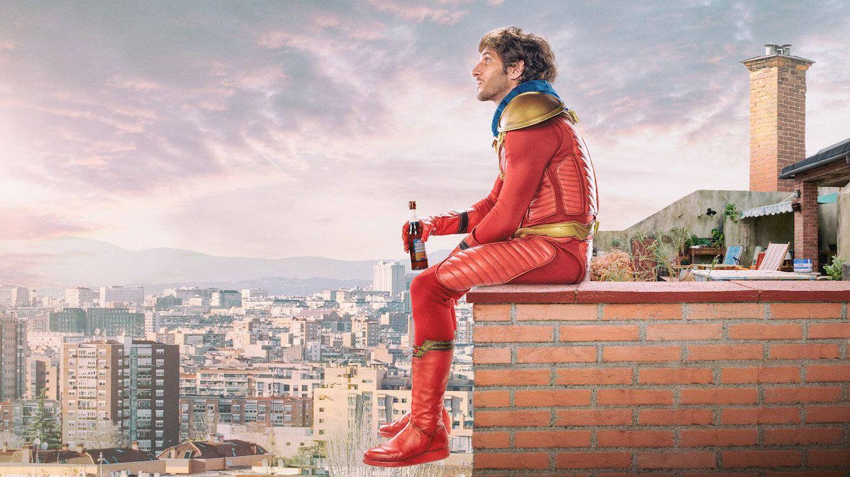 Foto: Quim Gutiérrez da vida al superhéroe Titán en 'El Vecino'. (Netflix)