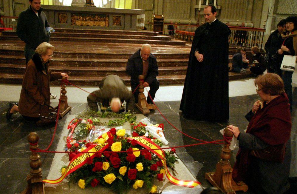 Foto: La tumba de Franco en el Valle de los Caídos, el 19 de noviembre de 2005. (Reuters)