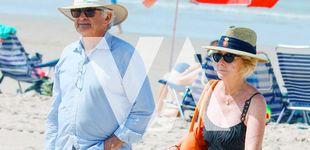 Post de Fotos exclusivas: Esperanza Aguirre y Fernando Ramírez de Haro, tapas y baños en las playas de Cádiz