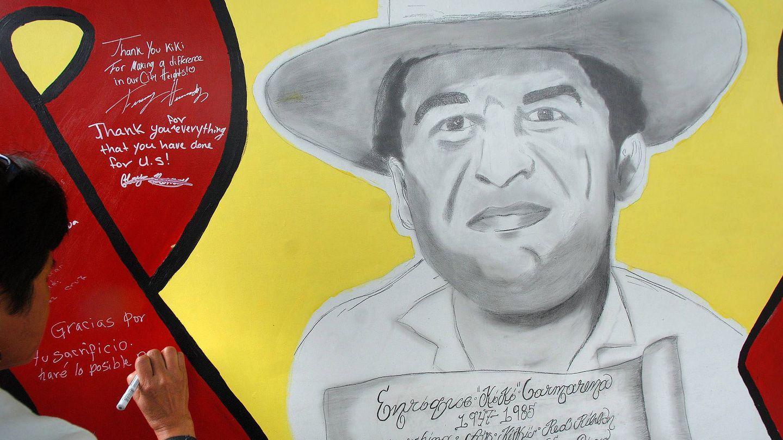 Un mural a  Enrique 'Kiki' Camarena, agente de la DEA secuestrado, torturado y asesinado durante una misión en México. (EFE)