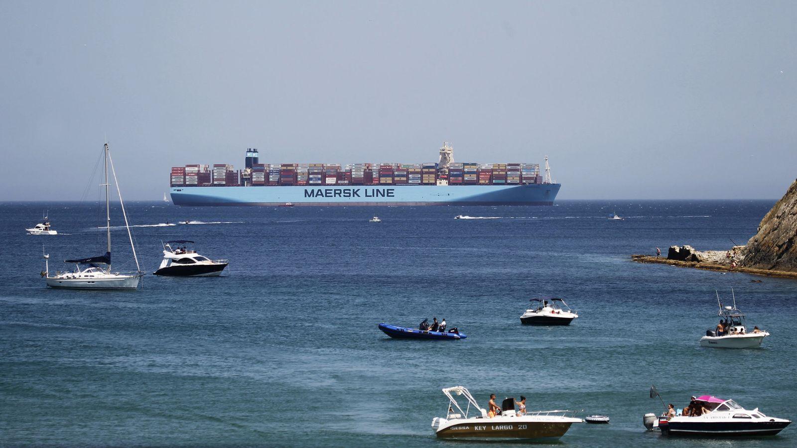Foto: El 'Madrid Maersk', en su desvío al puerto de Tánger. (EFE)