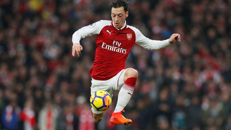 En la imagen, Mesut Özil durante un partido del Arsenal. (Reuters)
