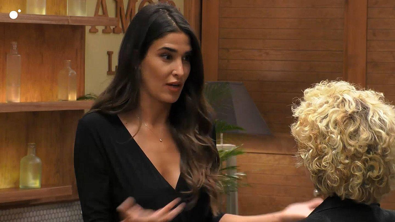 Lidia Torrent y Lola, en 'First Dates'. (Telecinco)