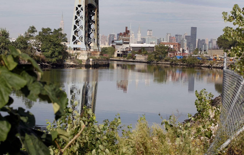 Foto: Imagen de Newtown Creek, en Queens Borough, Nueva York, en septiembre de 2010. (Reuters)