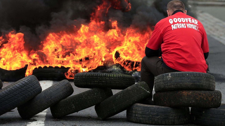 Barricada durante una protesta contra los despidos en una fábrica de Goodyear