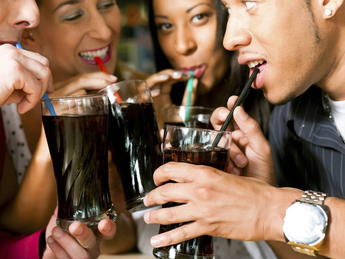 Foto: Las campañas de 'marketing' de estas bebidas buscan asociarlas a una vida saludable (iStock)