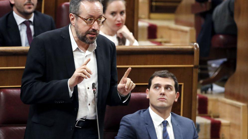 Foto: El portavoz parlamentario de Ciudadanos, Juan Carlos Girauta (i), junto al líder del partido, Albert Rivera (d). (EFE)