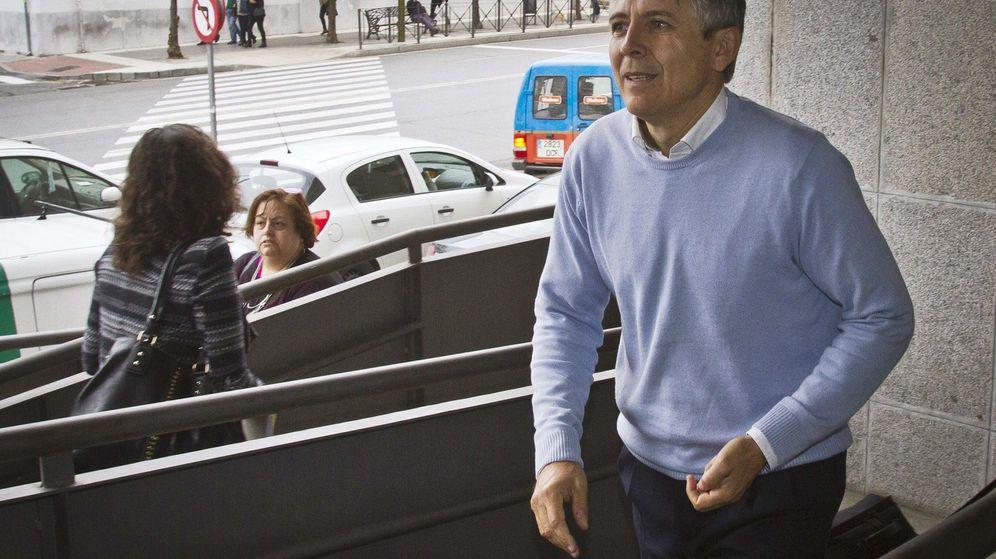 Foto: El exalcalde de Aljaraque Juan Manuel Orta Prieto, a su llegada al juicio. (EFE)