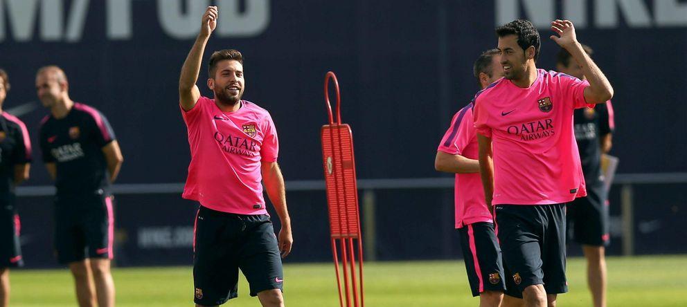 Foto: Busquets se ejercita junto a Jordi Alba en un entrenamiento del Barcelona.