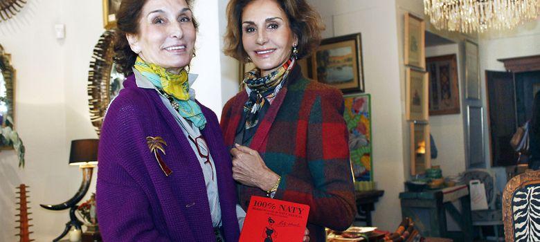 Foto: Naty Abascal presentando el libro junto a su hermana (I. C)