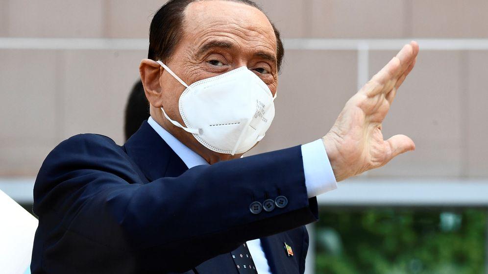 Foto: Berlusconi, a su salida del hospital. (Reuters)