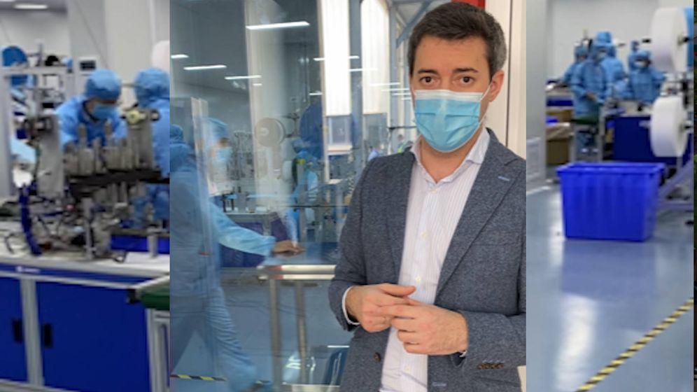 Foto: Pablo León, mánager en Asia de Fosimpe, en una visita a la fábrica de mascarillas en China.
