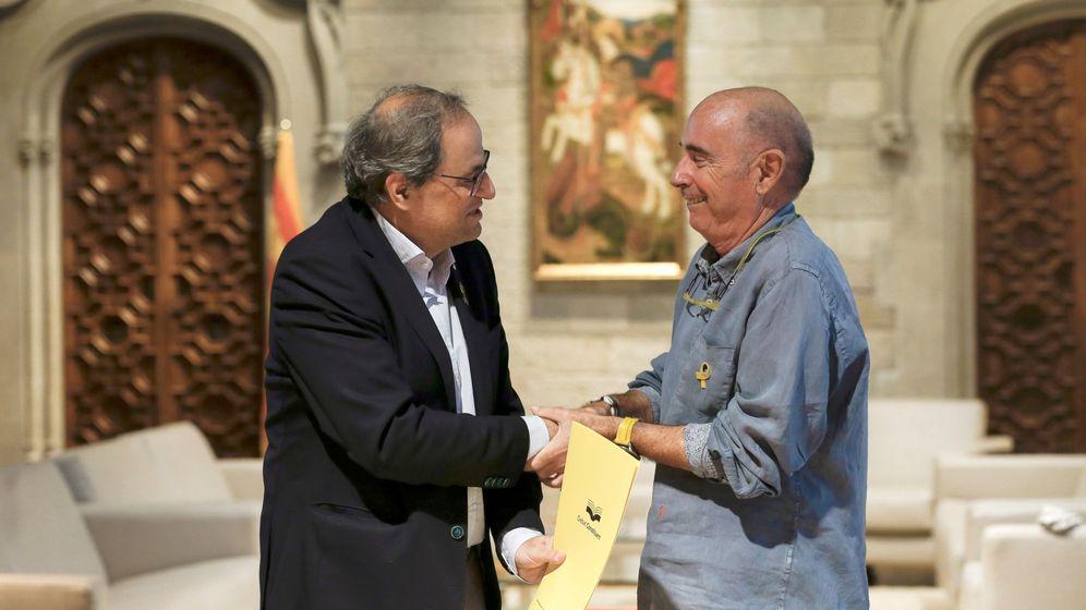 Foto: El presidente del Consejo Asesor para el impulso del Fórum Cívico, Lluís Llach, junto al 'president' Quim Torra. (EFE)