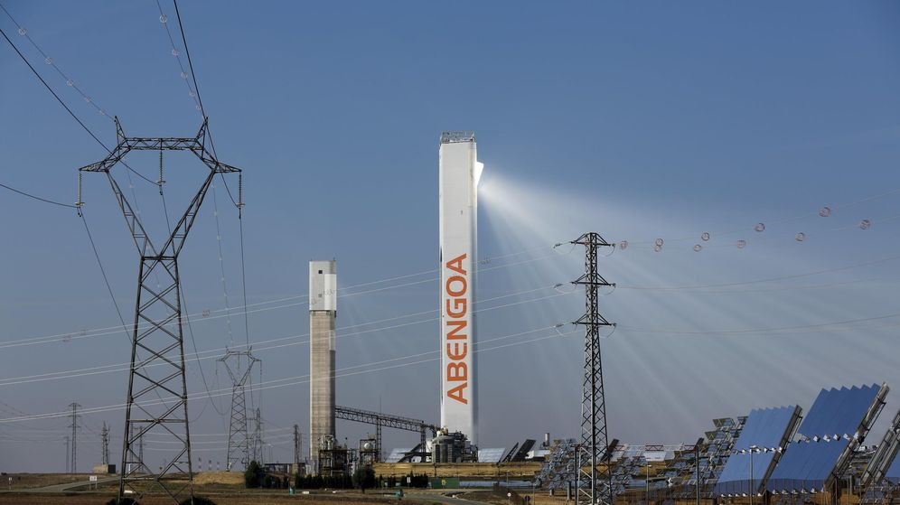 Foto: Torre de Abengoa en un parque solar en Sevilla. (Reuters)