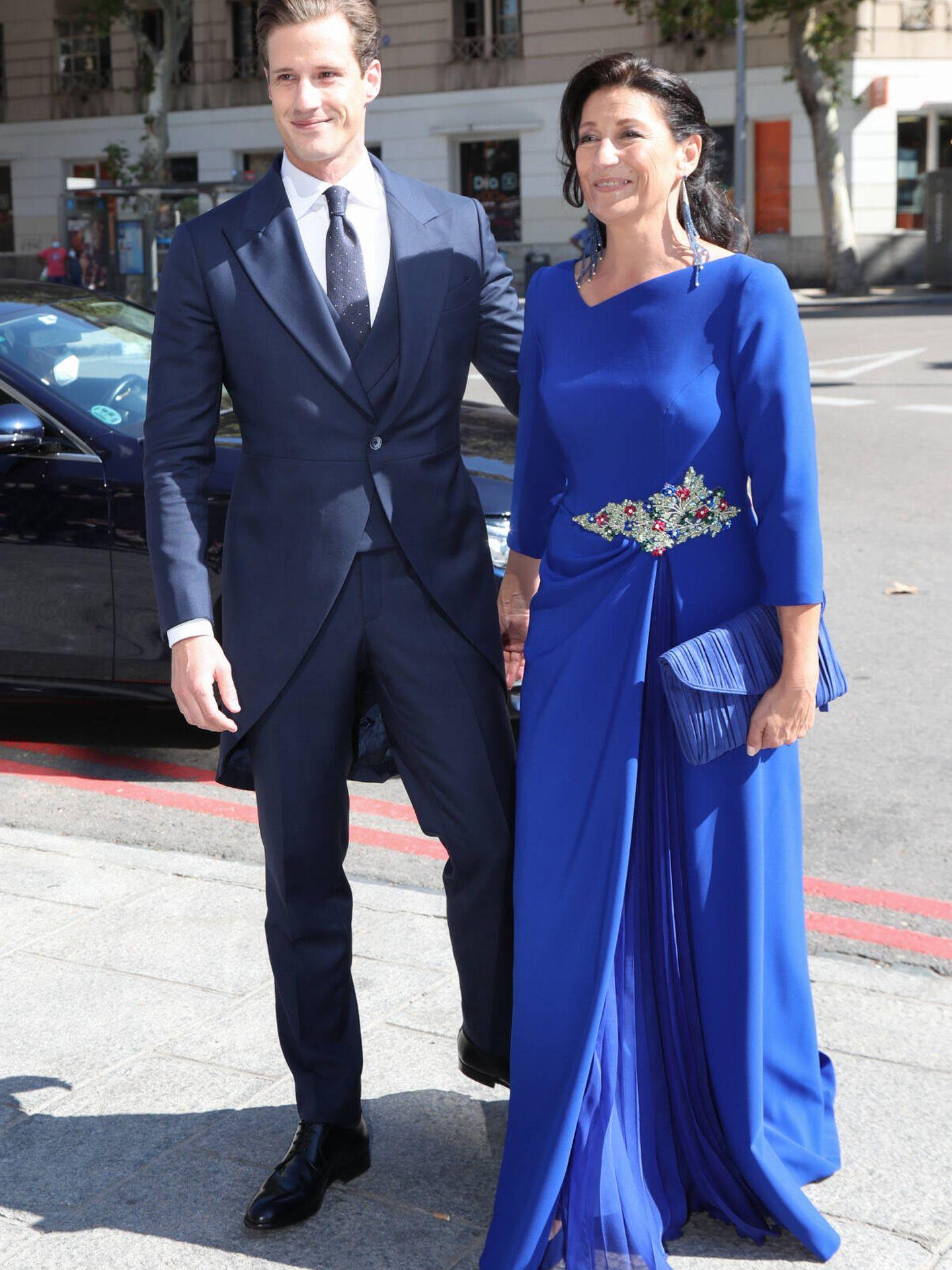 Phil Pérez Cicera con su madre. (Gtres)