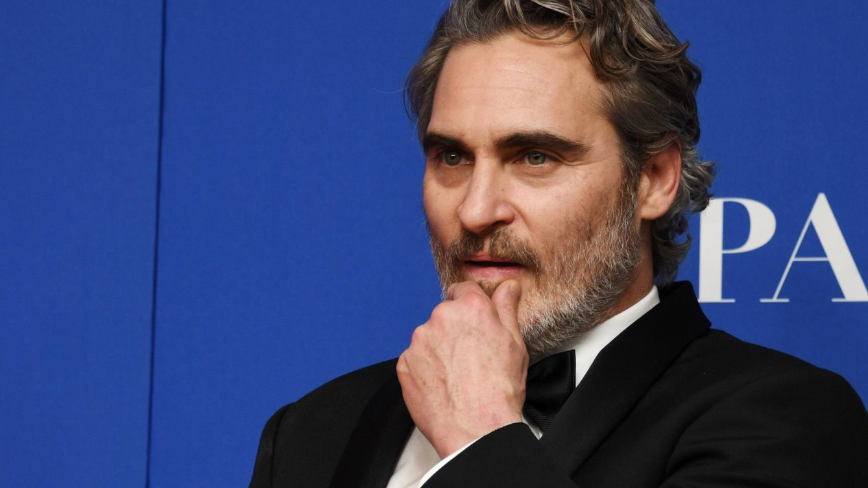 Sabemos por qué Joaquin Phoenix no se quitará este esmoquin en las próximas galas