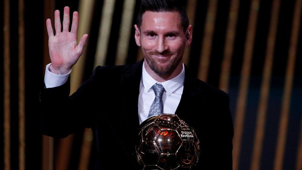 Foto: Leo Messi recoge su sexto Balón de Oro en París. (Reuters)