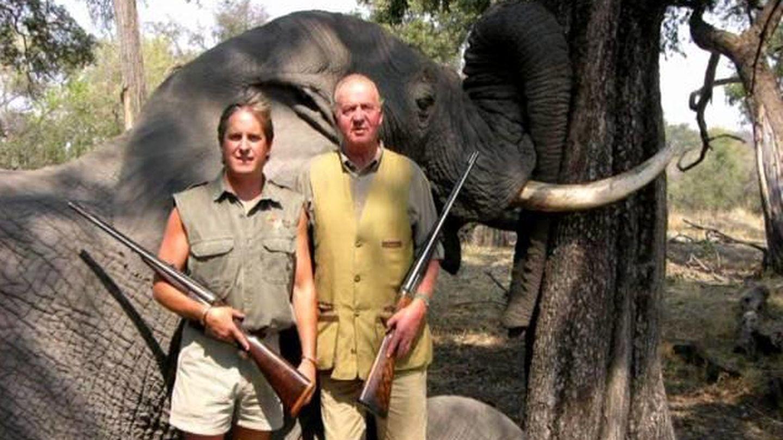 El Rey Juan Carlos en la imagen de la polémica en Botsuana.