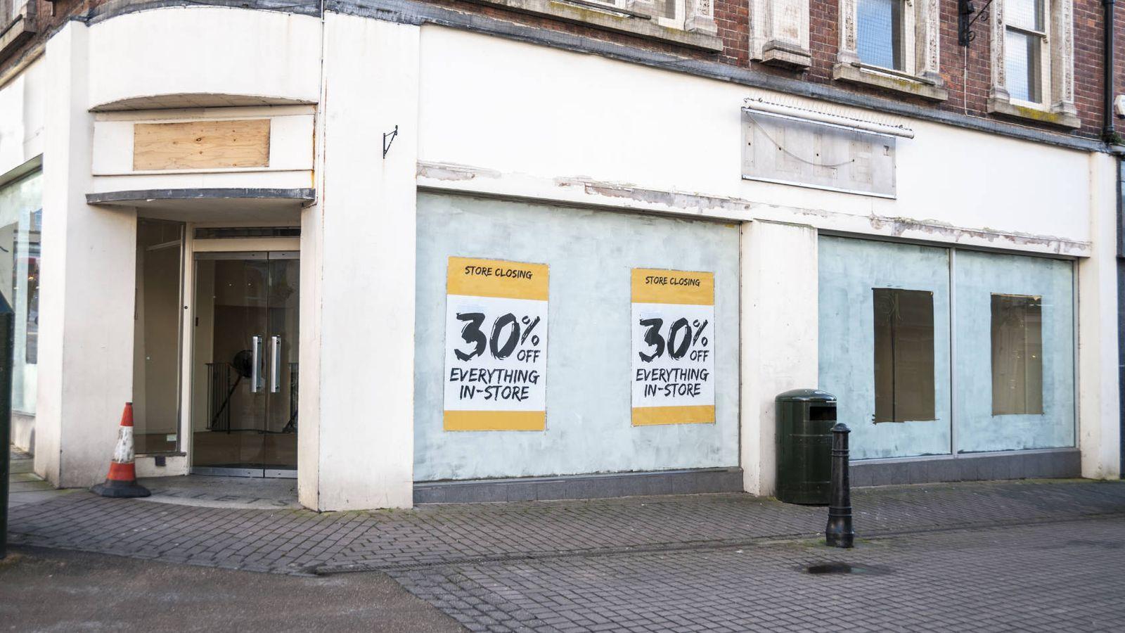 Foto: Las tiendas cerradas se han convertido en un paisaje habitual en las ciudades europeas. (iStock)